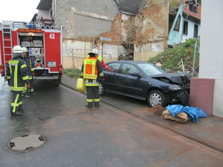Autofahrer verletzt…