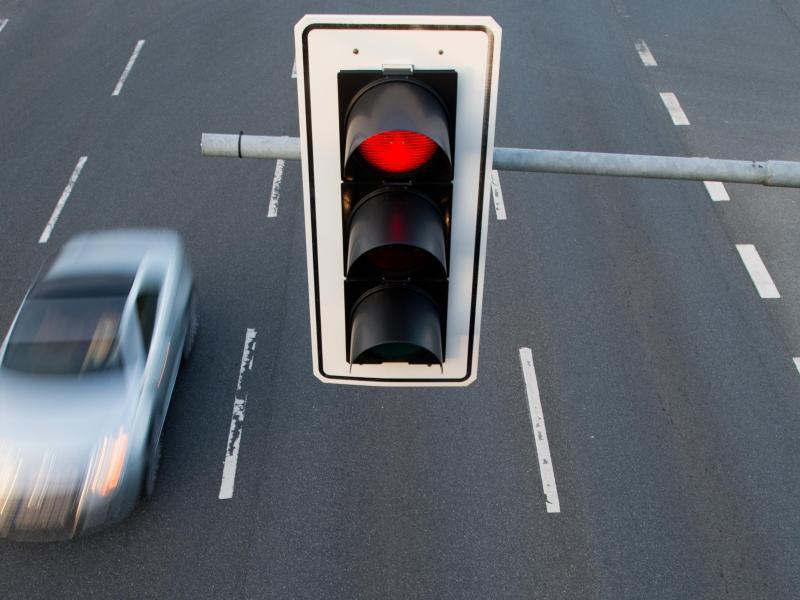 Darf ich wegen eines Einsatzfahrzeugs bei Rot fahren? | Frankfurter Neue Presse
