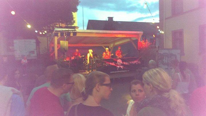 Dr Polis Rocks pitas live on stage @ Backfesfest
