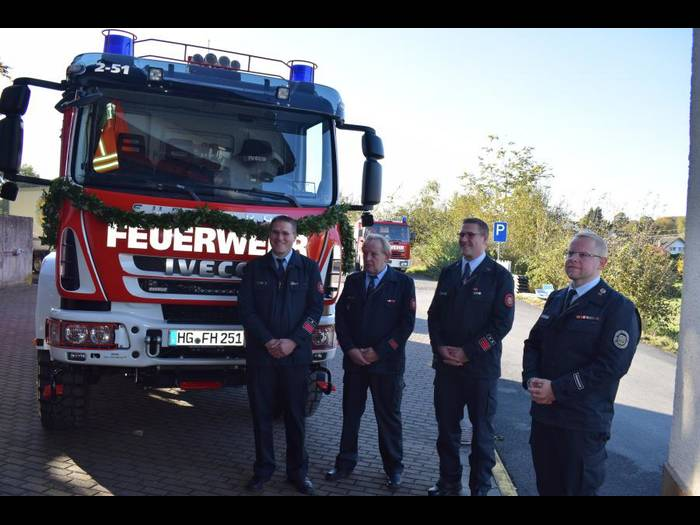 Neues Fahrzeug der Feuerwehr Hundstadt eingeweiht / Dickes Lob für den Förderverein