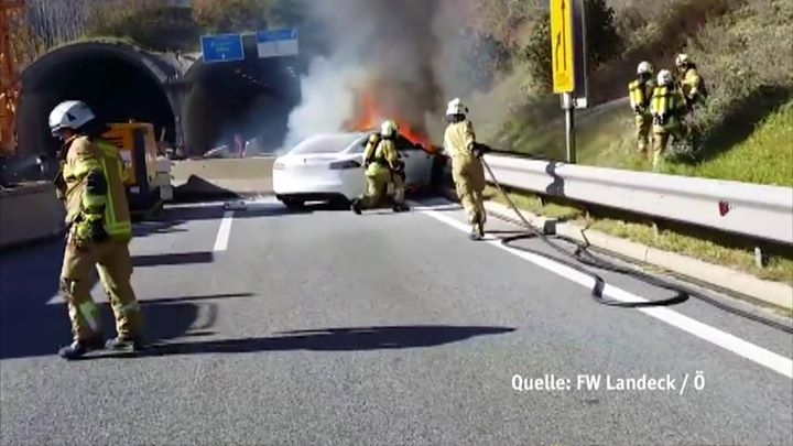 Maßnahmen beim Brand von Elektrofahrzeugen