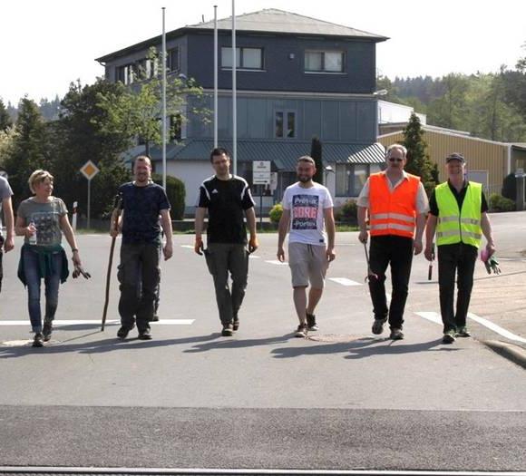Hundstadt: 30 ehrenamtliche Müll-Sammler räumen in der Gemarkung auf