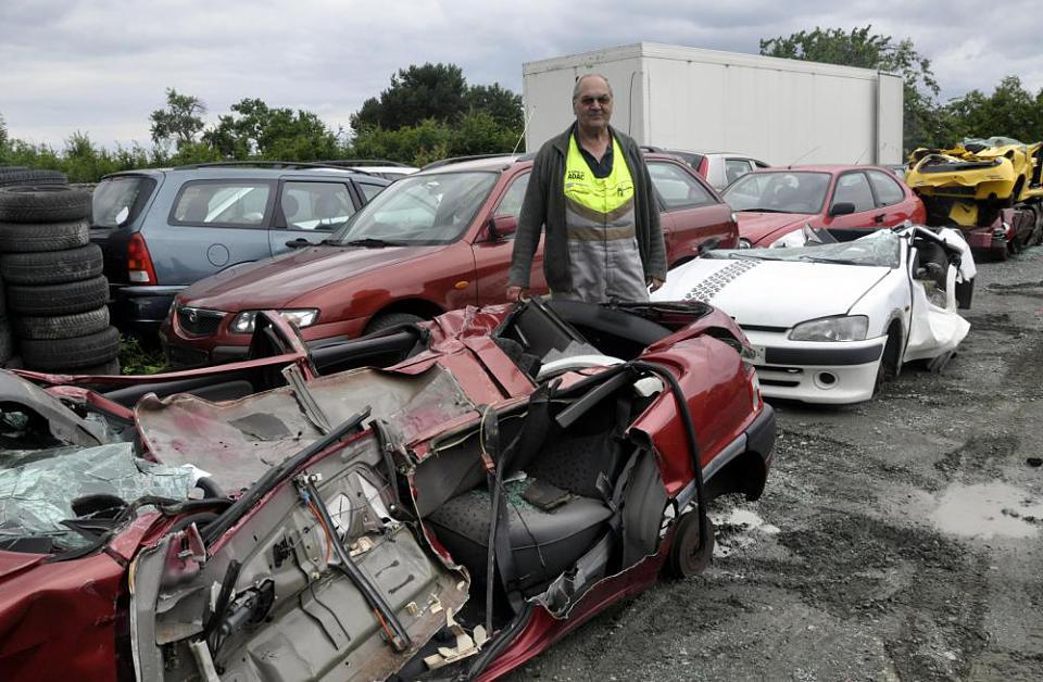 Autos aufschneiden will geübt sein | Frankfurter Neue Presse