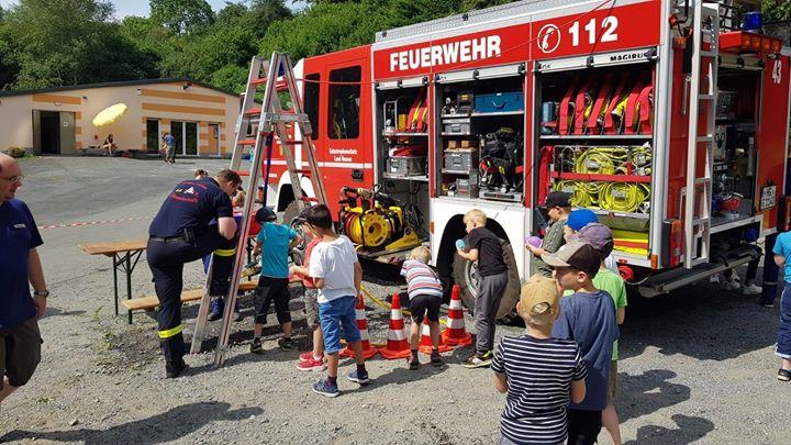 Ferienspiel-Action mit der Feuerwehr. Über 70 Ki…